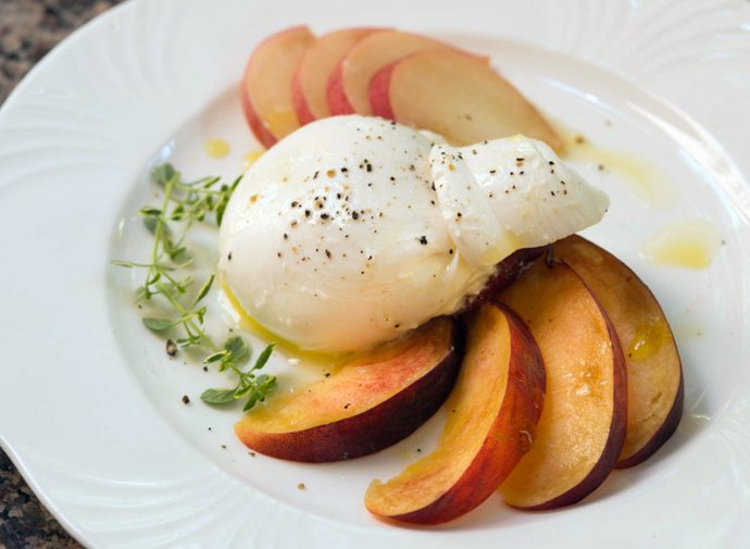 Peaches with burrata and thyme