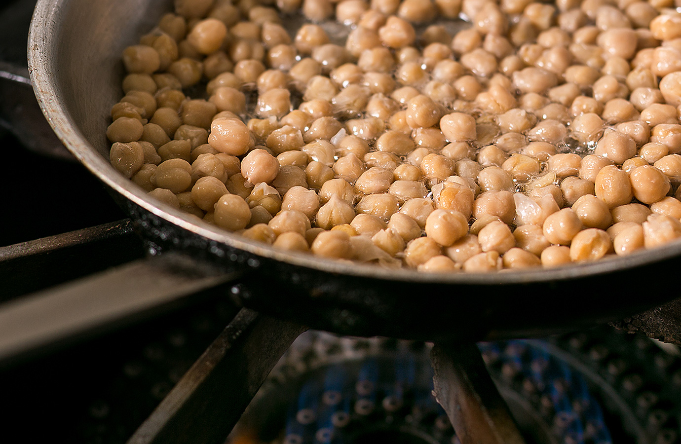 Frying chickpeas